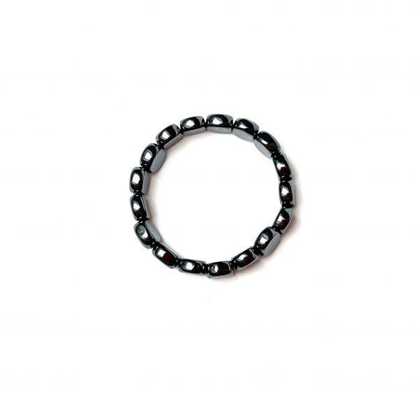 Pierścionek z płaskich kamieni hematytu – made of stone – permane biżuteria 2