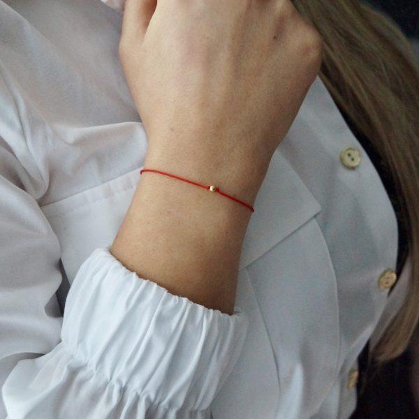 Złota bransoletka Happiness na czerwonym sznurku – be yoursefl – permane bizuteria 4
